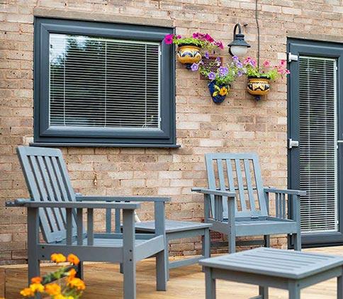 پنجره-دو-جداره-رنگی-و-لمینت